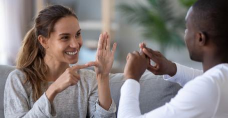 femme-homme-langue-des-signes.png
