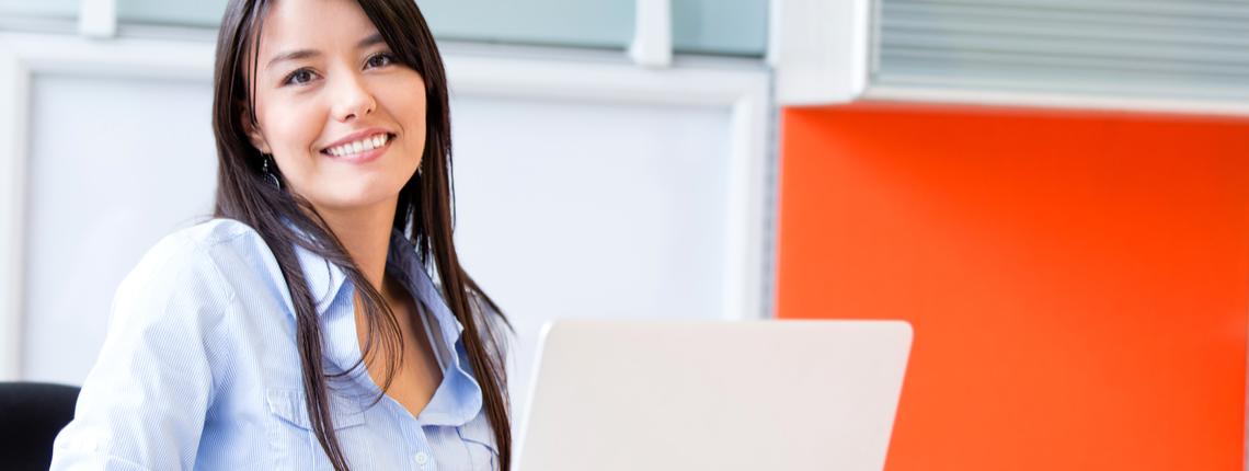 Femme RH souhaitant digitaliser ses ressources humaines