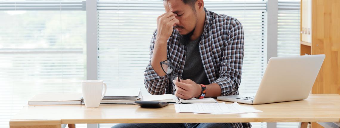 Salarié souffrant de fatigue visuelle
