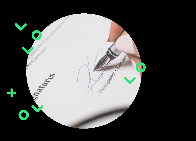 e-signature illustrée par la signature d'un document papier